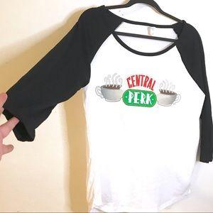 star tee Tops - NWOT Central Perk Friends Baseball Tee